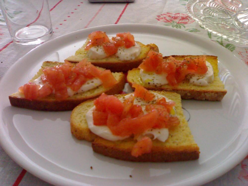 Bruschette di pomodoro e mozzarella