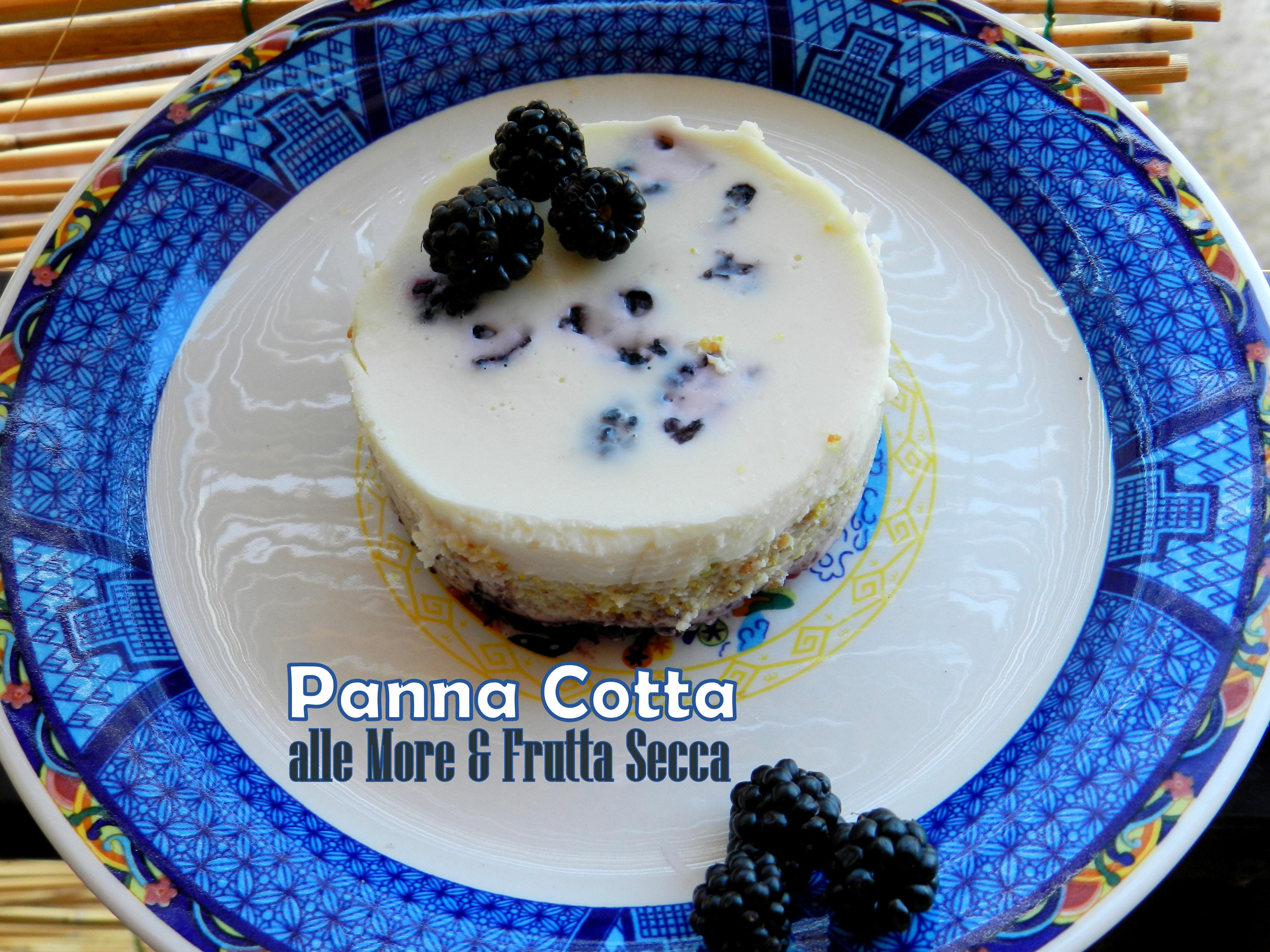 Panna-Cotta-alle-more-e-frutta-secca