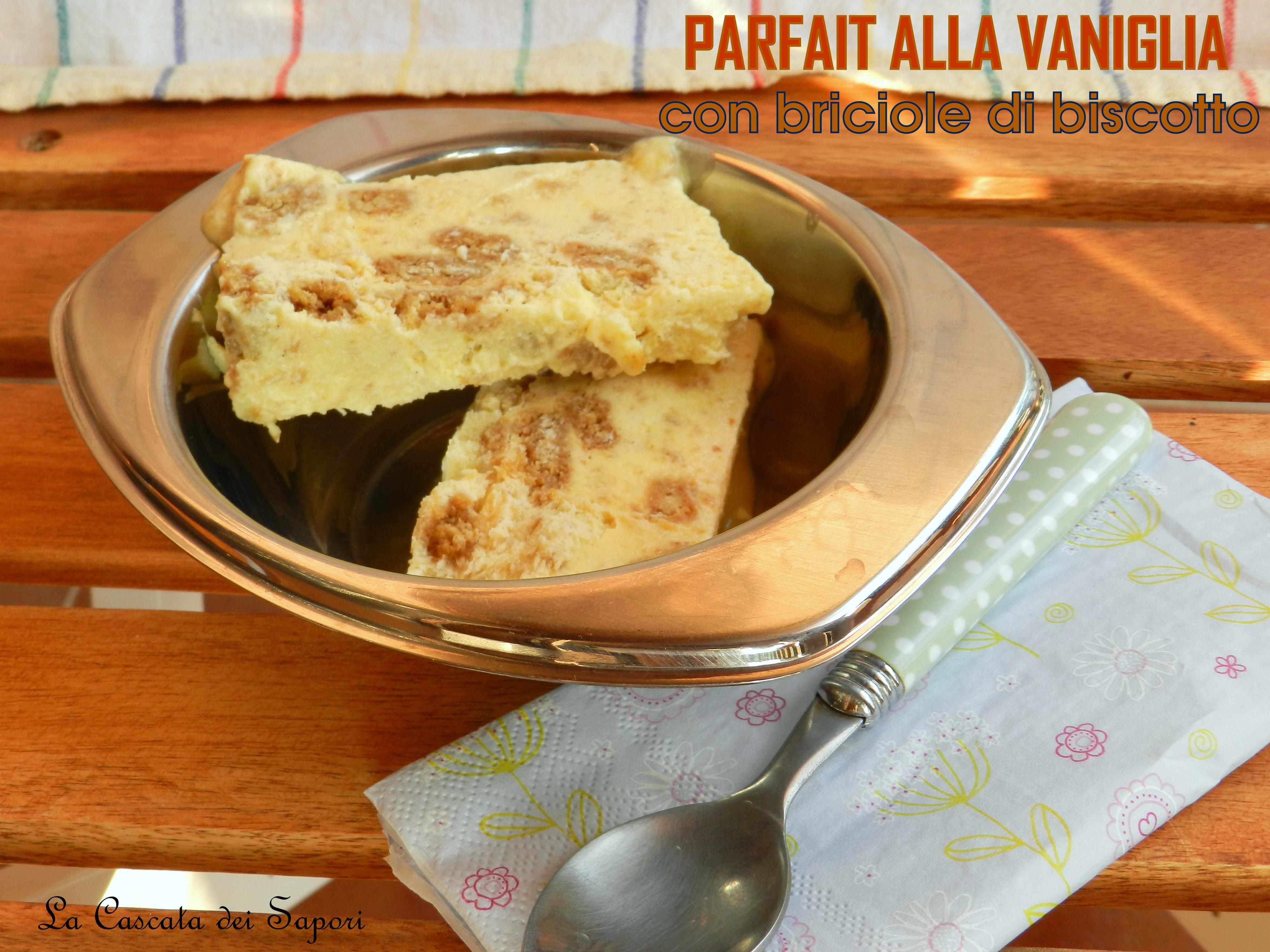 Parfait alla vaniglia con briciole di biscotti