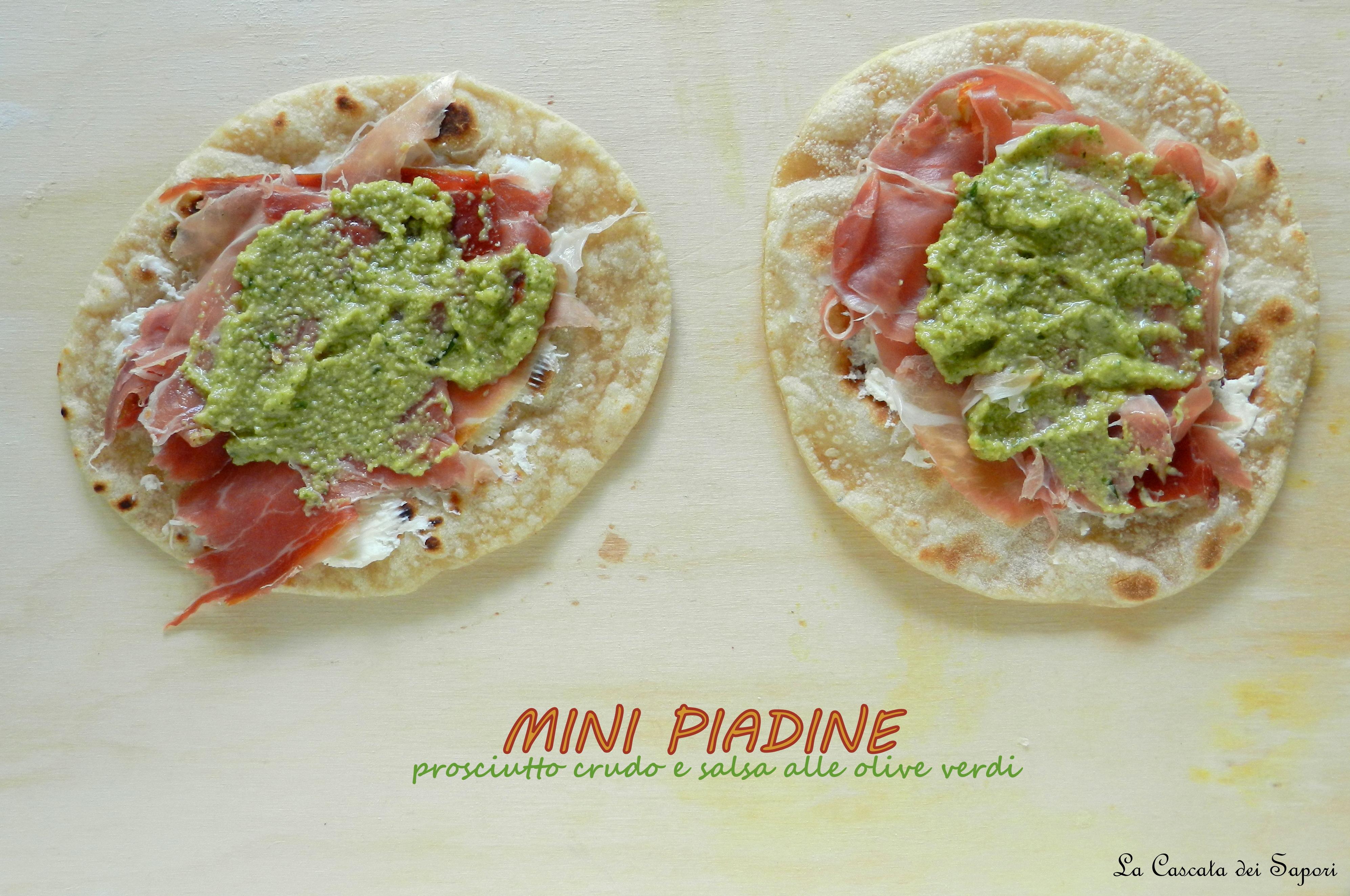 Mini-piadine-prosciutto-crudo-e-salsa-alle-olive-verdi