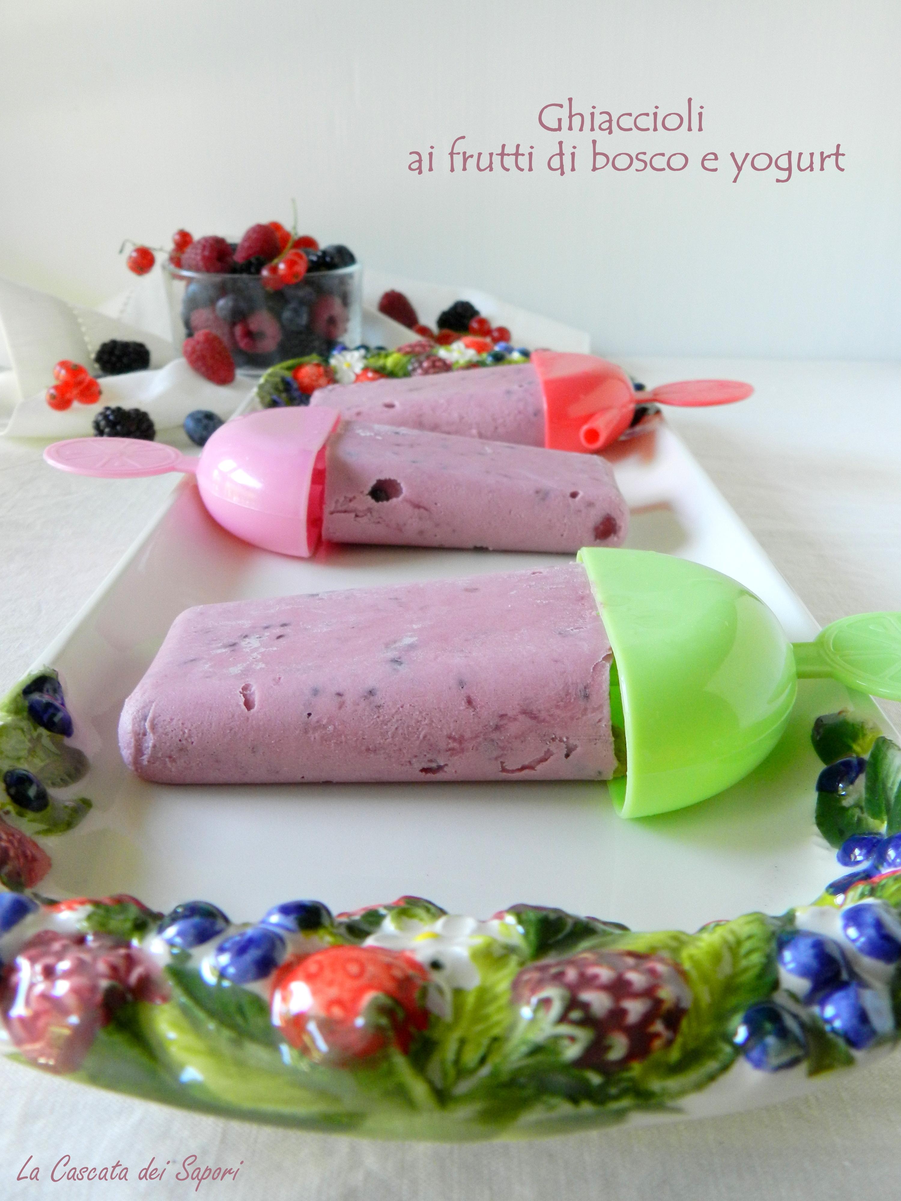 Ghiaccioli ai frutti di bosco e yogurt