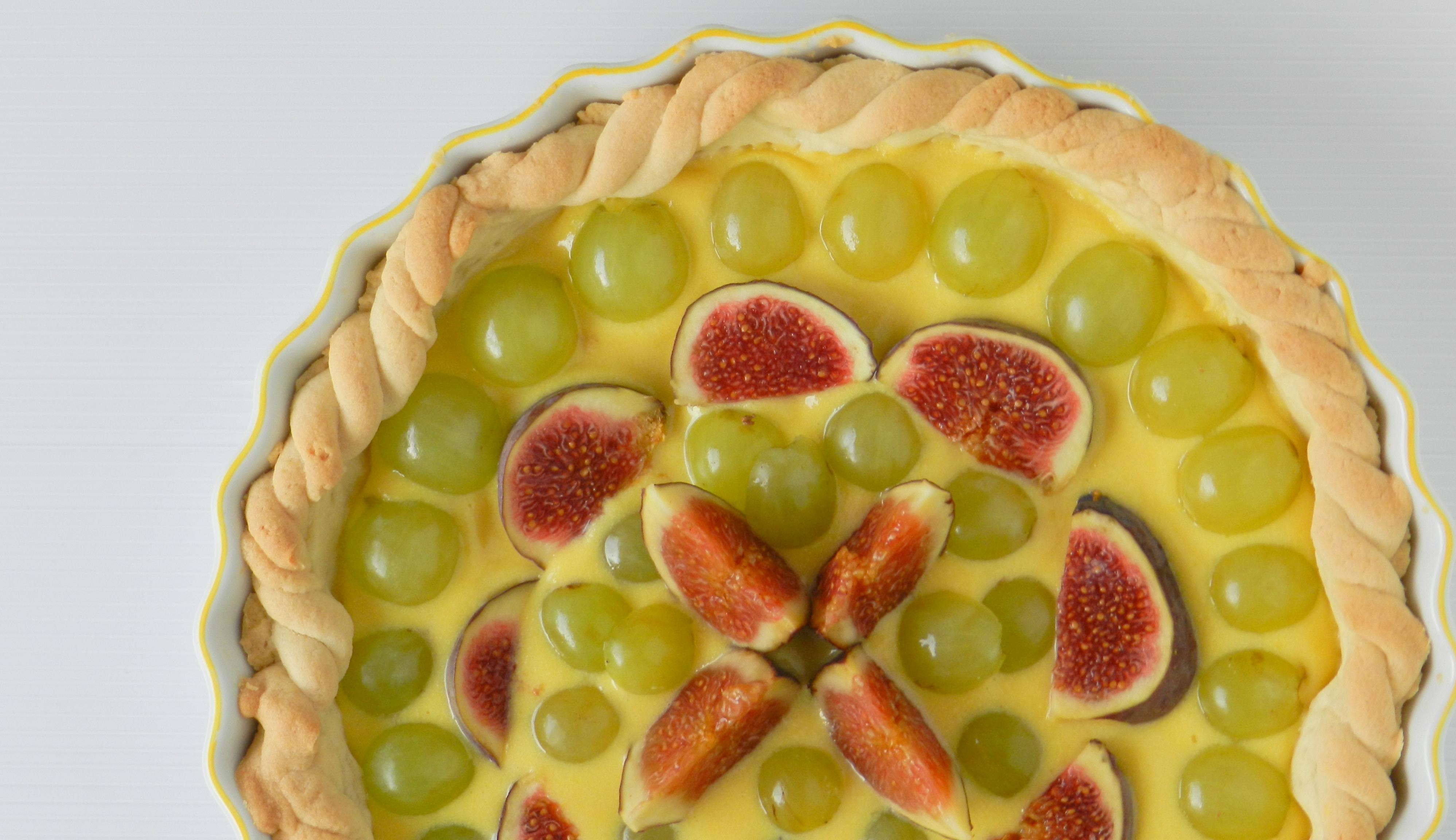 Crostata allo zabaione con fichi e uva bianca