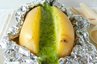 patate-al-cartoccio-con-stracchino-e-pesto