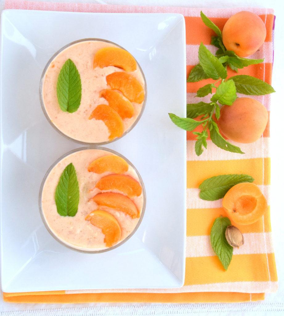 Coppette tre gusti: alle albicocche, ricotta e panna montata