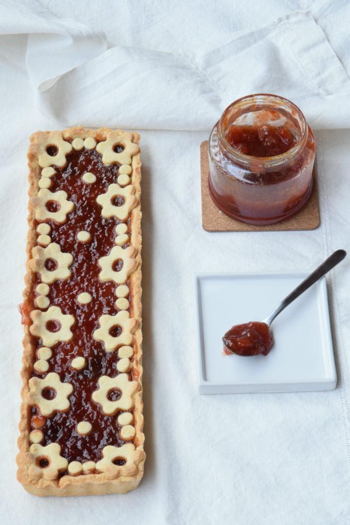 Crostata con confettura di prugne e miele