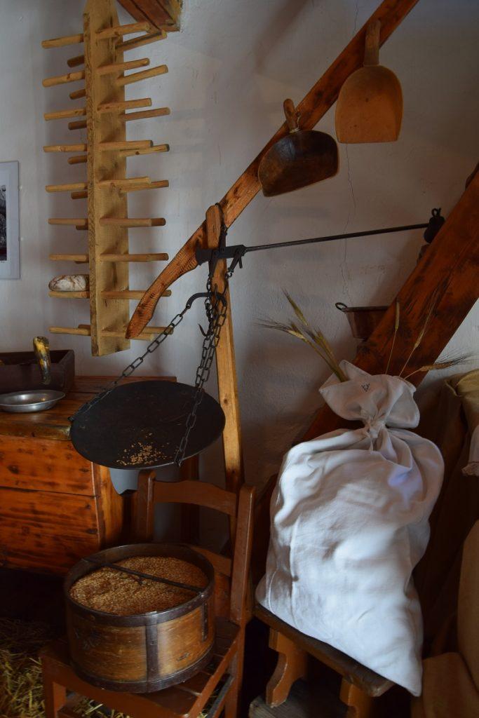 Ozein il granaio d'Aymavilles la Mostra curata da Emma Bochet e Nella Castellan