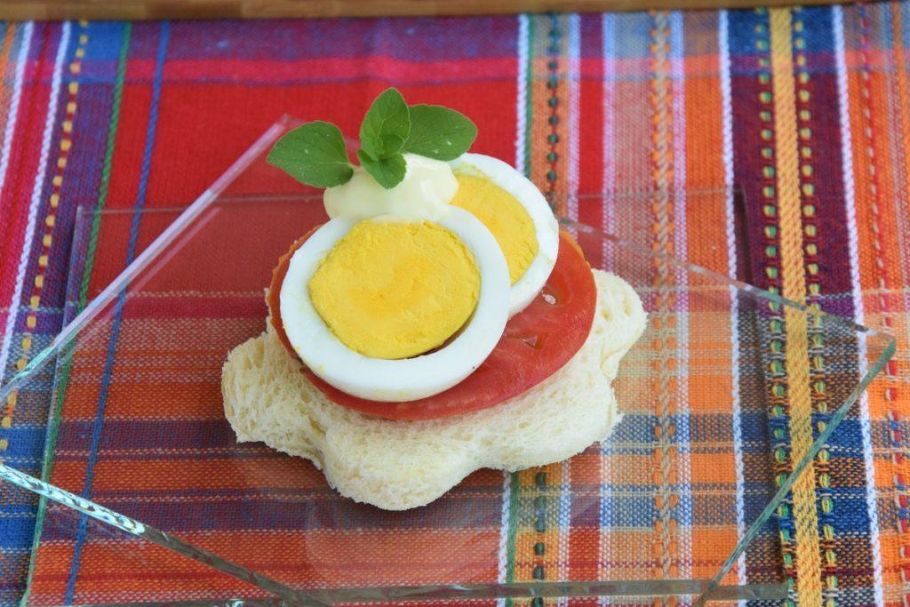 Il mio Tomato, Eggs and Mayonnaise Open Sandwich per Il Club del 27