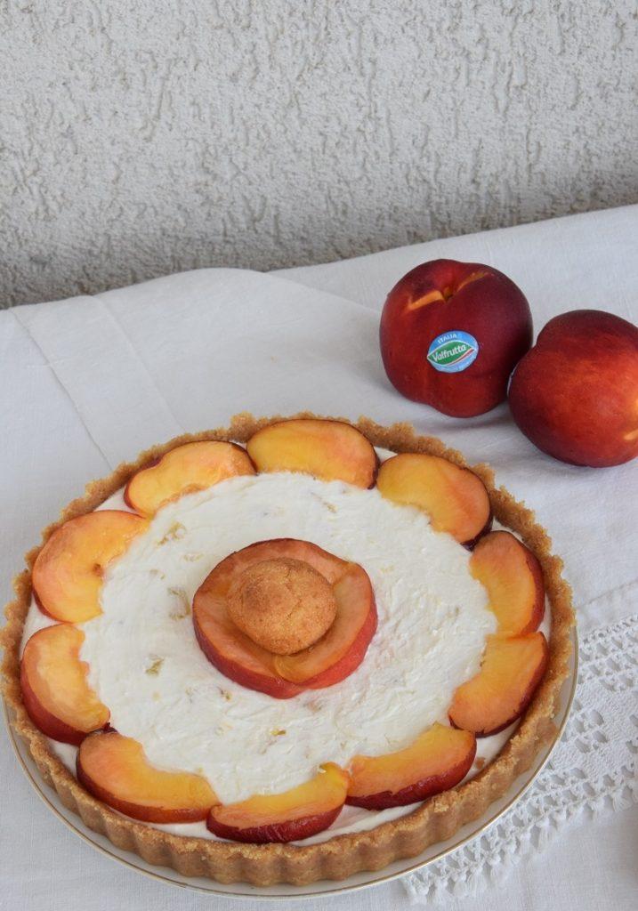 Crostata senza cottura con Pesche Nettarine dolci a polpa gialla, Amaretti e Yogurt