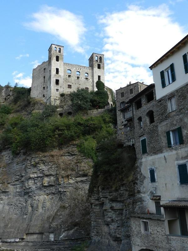 Dolceacqua Il Borgo Medievale dipinto da Monet - La Cascata dei Sapori