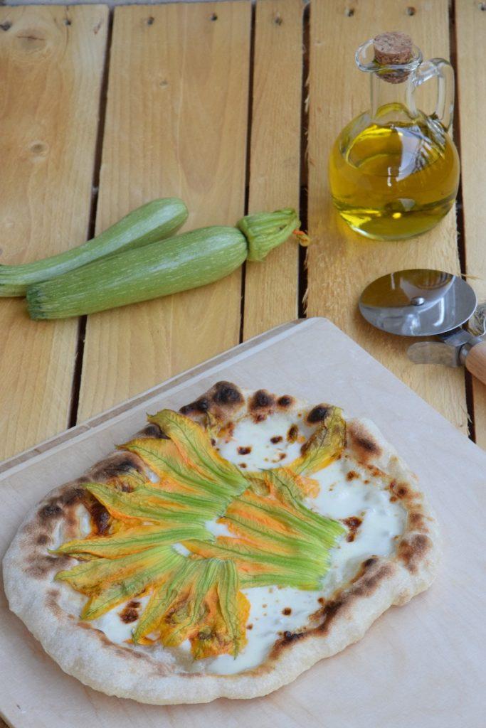 Pizza Bianca con Fiori di Zucchine e Stracchino