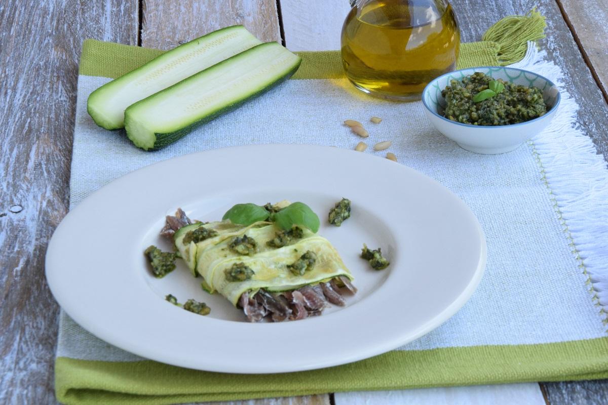 Millefoglie di acciughe e zucchine con pesto al limone per MAG ABOUT FOOD