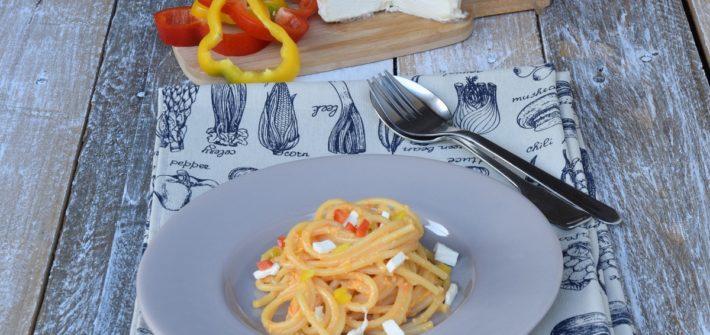 Spaghetti al pesto di peperoni e robiola di Roccaverano