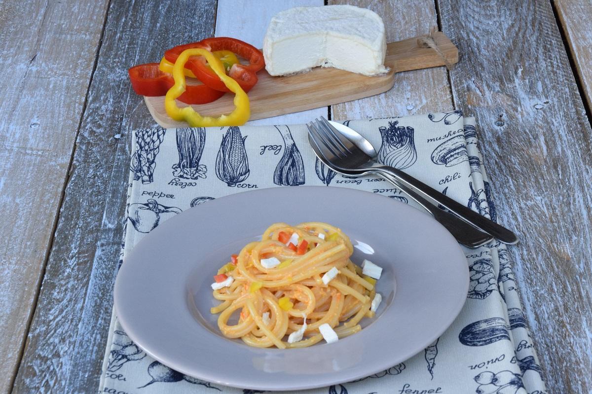 Spaghetti al pesto di peperoni e robiola di Roccaverano per l'Italia nel Piatto