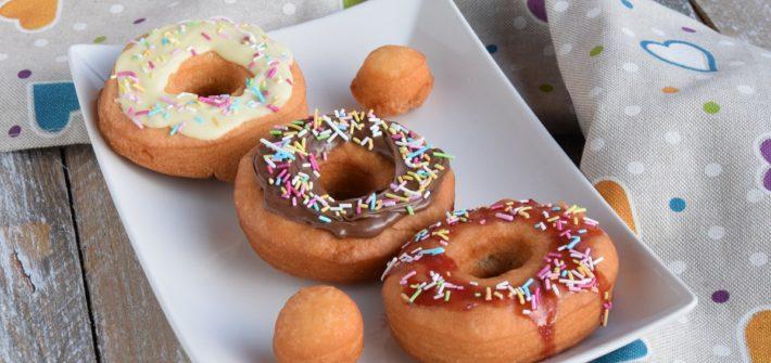 Old-Fashioned Donuts con glassa al cioccolato e confettura
