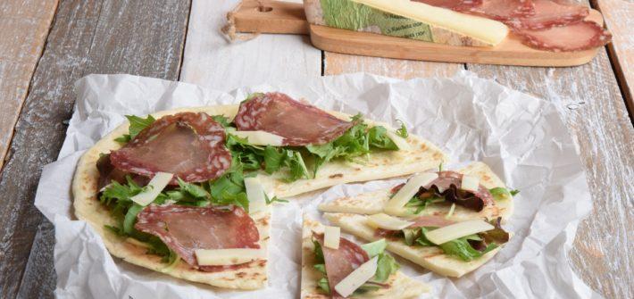 Piada-Pizza alla Piemontese con Filetto Baciato di Ponzone e Raschera DOP