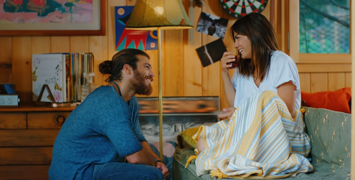 Çay turco: la bevanda calda preferita di Can e Sanem – Erkenci Kuş