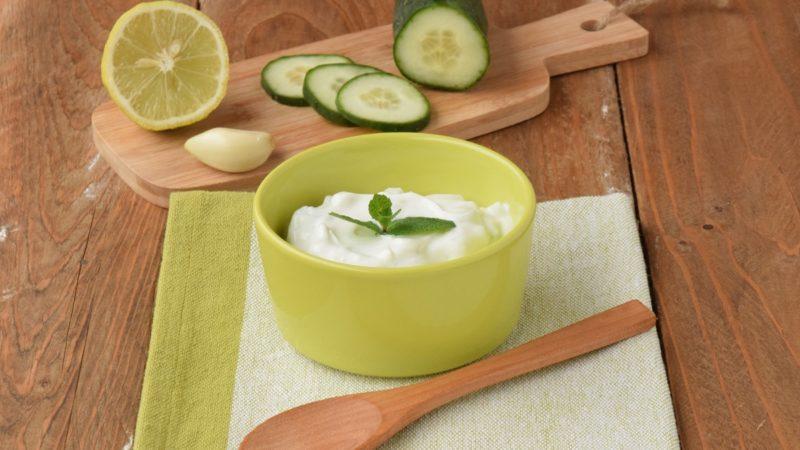 Tzatziki: Salsa Greca a base di Yogurt e Cetrioli