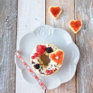 Mini Cream Tart di San Valentino con Panna Montata e Confettura di Fragole