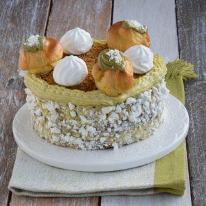 Sponge Cake con Crema al Pistacchio e Meringhe