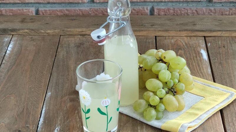 Succo d'Uva Bianca Fatto in Casa per L'Italia nel Piatto
